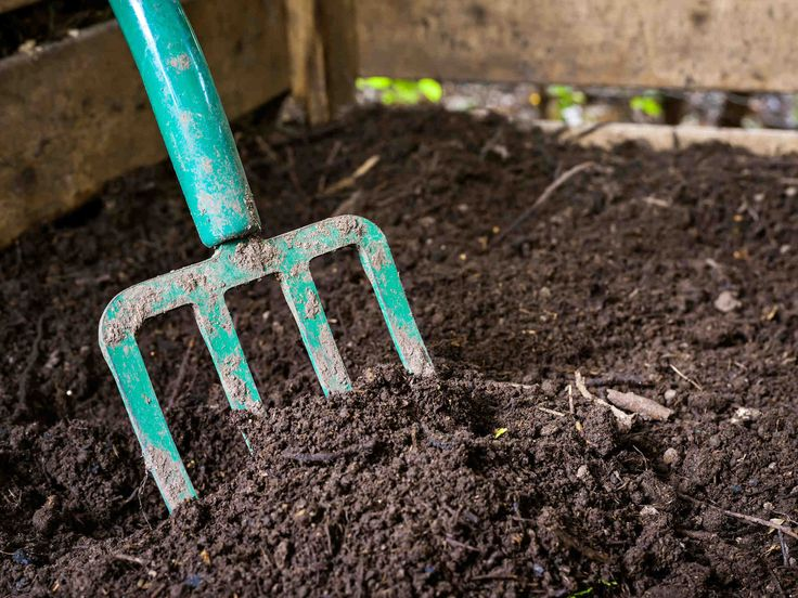 Herätä komposti kevääseen