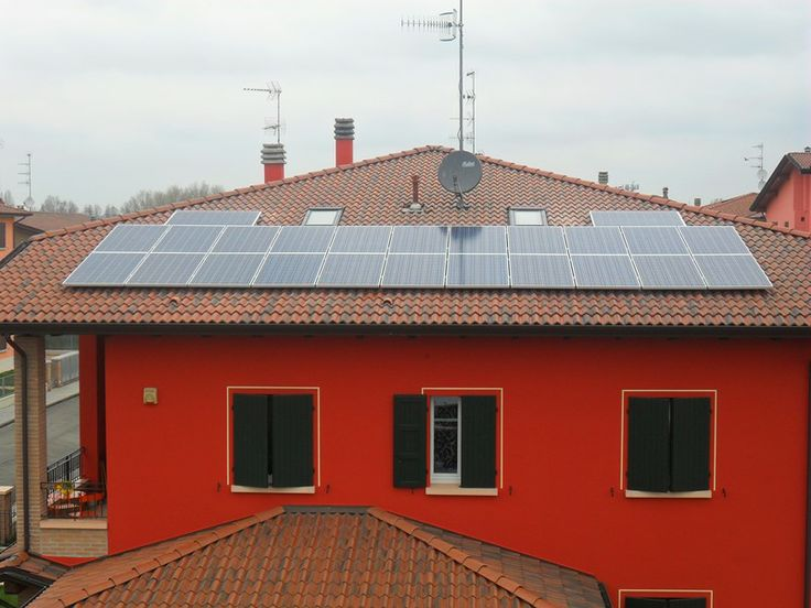 6 kW on an unmistakable house. Should have told them to open the shutter for perfect symmetry. Italy 2013.