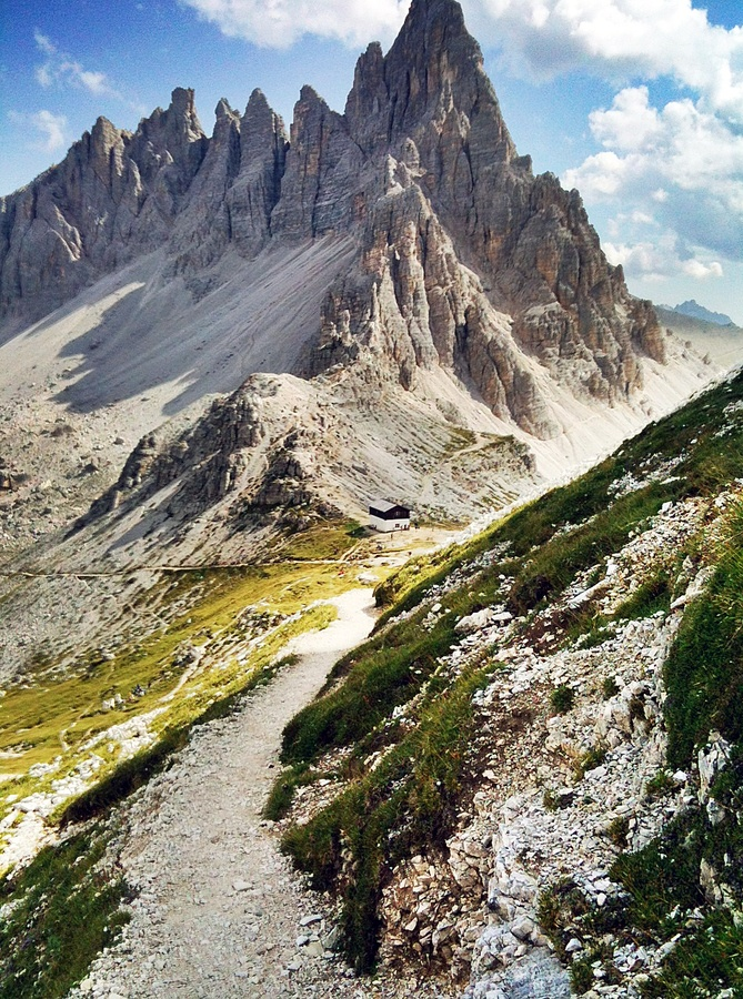 Emmy DE * Drei Zinnen, Tre Cime di Lavaredo, in South Tyrol, Alto Adige The Drei Zinnen are one of the icons of the european alps and a major tourist attraction on all seasons Toblach, Nature Park Sextener Dolomiten, South Tyrol #Italy