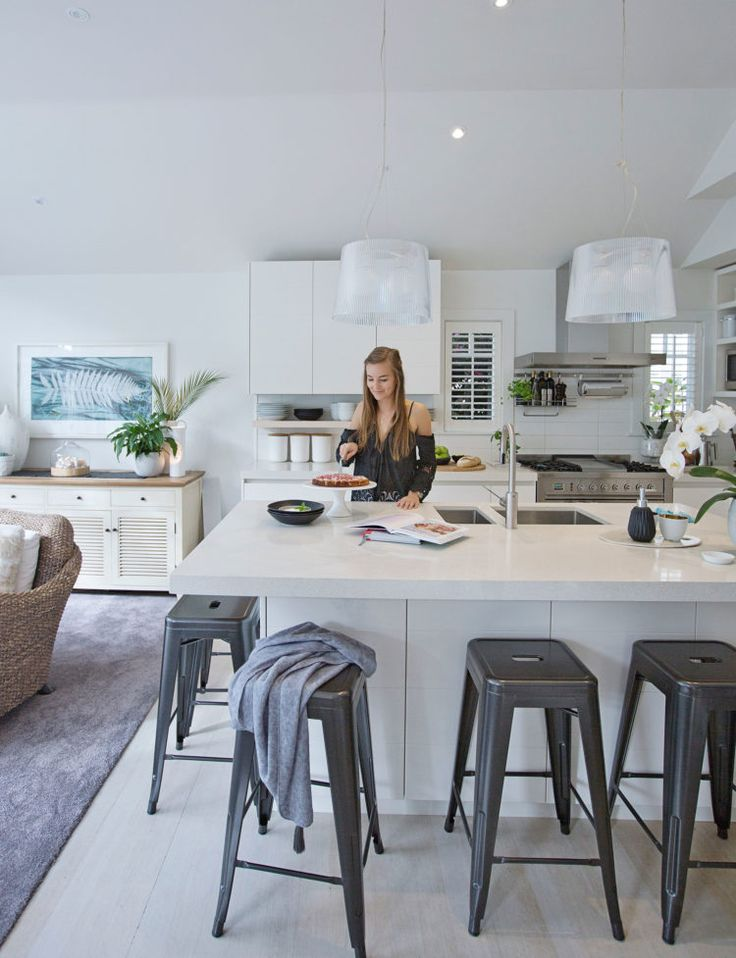 Crisp colours and tactile layers meet in this Remuera home