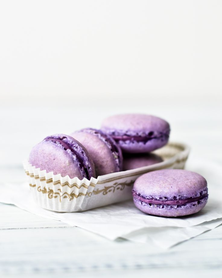 The macaron madnesscontinues. I adore how they fit any flavor combination you can possibly think of. I already have two pages in my notebook filled with combinations to try. This round I went w...