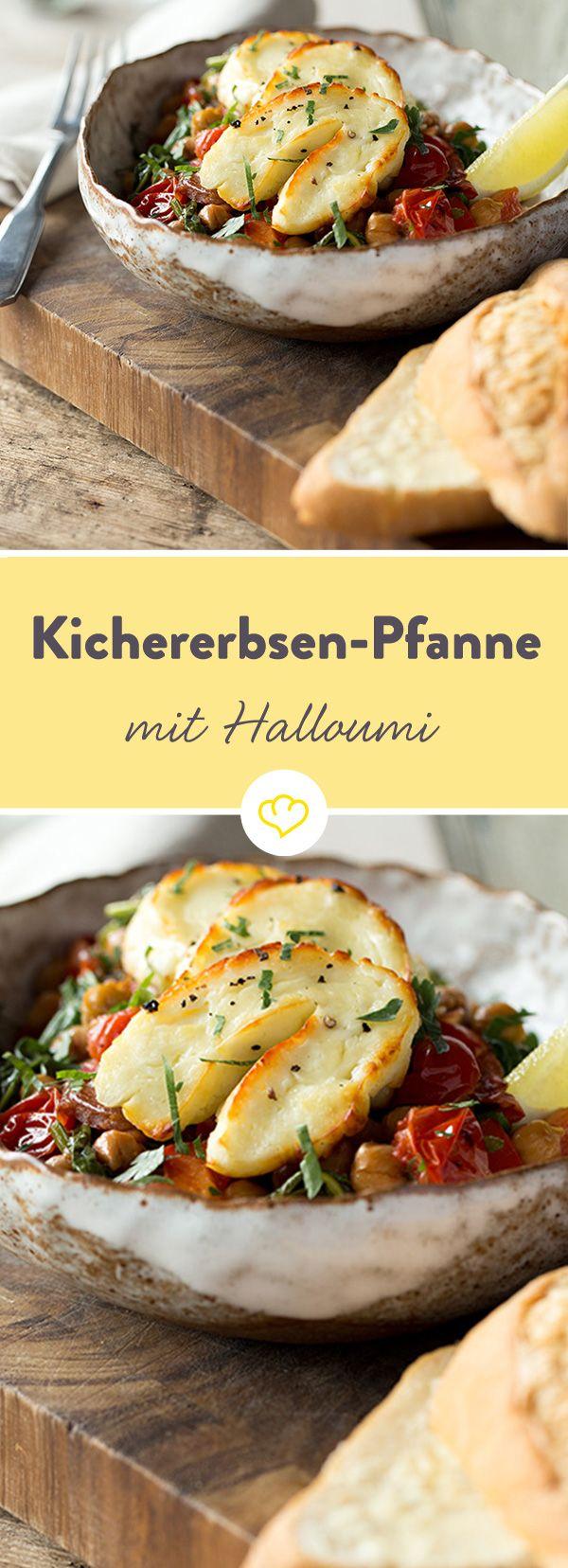 Kichererbsen, Paprika, Spinat und Knoblauch einfach ab in die Pfanne. Dazu gibt's würzigen Halloumi aus dem Ofen.