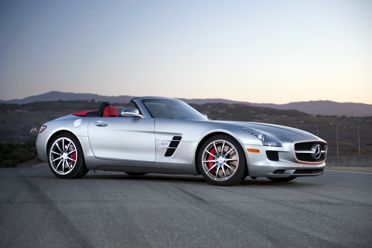 The SLS AMG Roadster thrills with a perfect synthesis of open-top driving pleasure, outstanding driving dynamics and systematic lightweight construction.