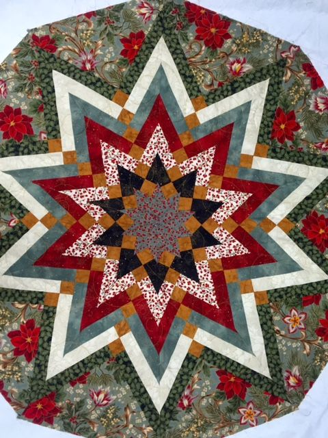 Quilted Christmas Tree Skirt Pinterest : 21 Best images about Quilted Christmas a Tree Skirts on Pinterest Trees, Star quilts and ...