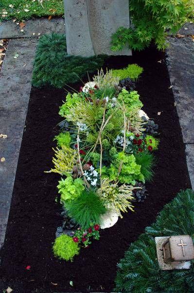 Brillantes Pflanzen im Herbst   – Grabgestaltung
