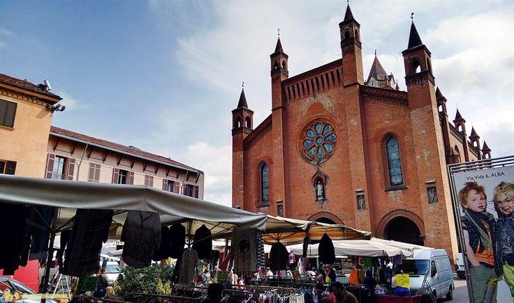 Cosa vedere a Alba, un giro al mercato del sabato e informazioni utili per scoprire la capitale delle Langhe.