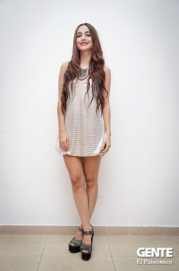 Vestido corto  - Moda en el Alferez Real - Galeria en: http://ow.ly/sxYNK