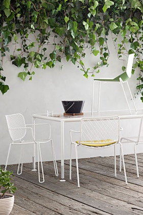 Accademia 'Smile' stackable dining chair in White with arms and 'Smile' seat cushion