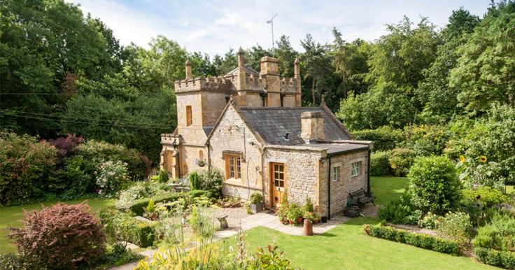 England's Smallest Castle Is For Sale And It Costs No More Than A Mid-Sized Flat In London | Bored Panda