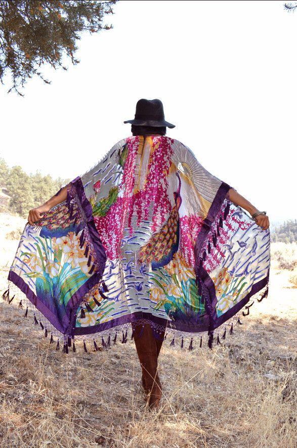 Franja de terciopelo de seda Burnout granos Hippie Boho gitana fiesta Kimono chaqueta del pavo real de SaldanaVintage en Etsy https://www.etsy.com/es/listing/475276293/franja-de-terciopelo-de-seda-burnout
