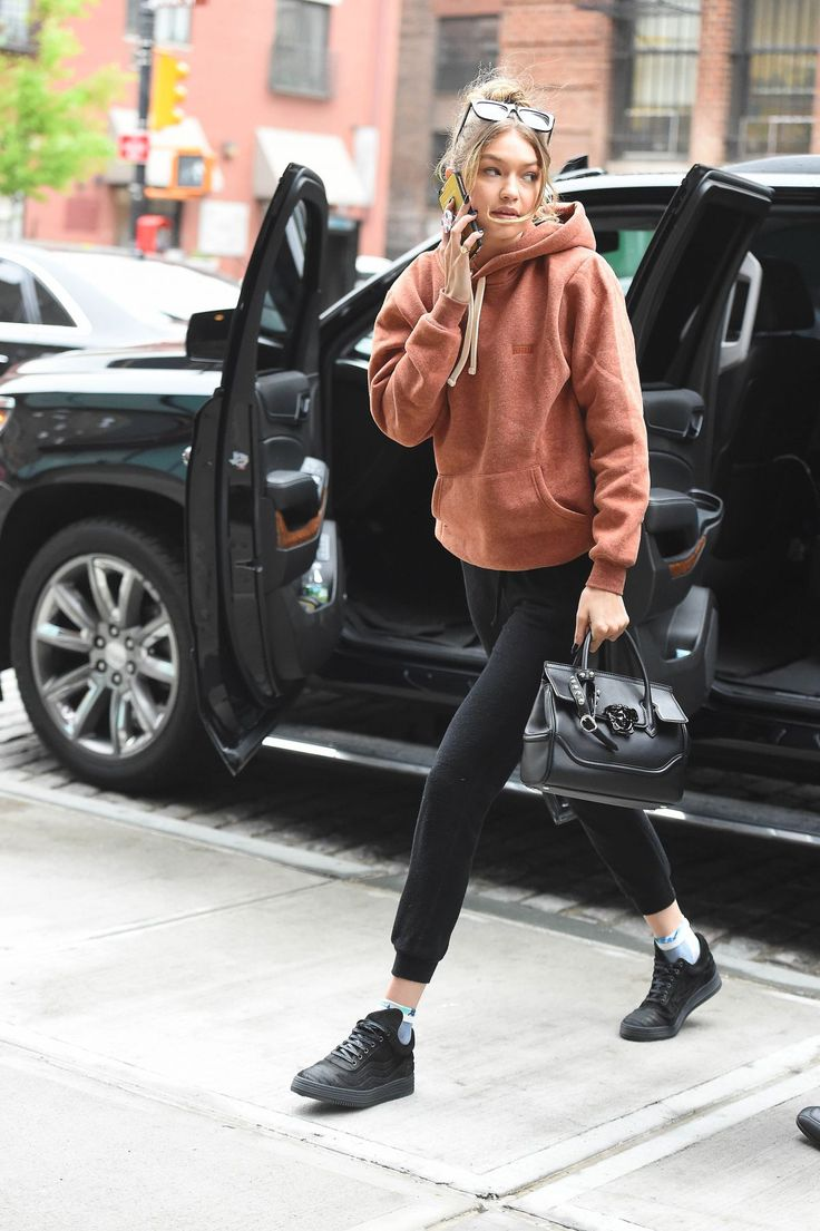 gigi-hadid-out-and-about-in-new-york-05-06-2016_3.jpg