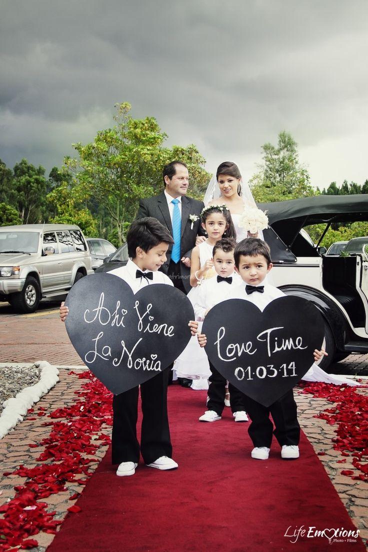 Carteles para anunciar la llegada de la novia                                                                                                                                                     Más