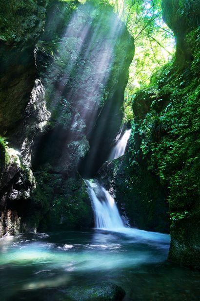 滝壺に射す | 自然・風景 > 滝の写真 | GANREF