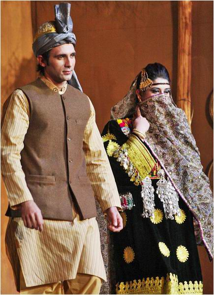 e9ca2a0e65dab3de9b8a7ade19e4b2d1  silk road salwar - Traditional Things To Do At A Wedding