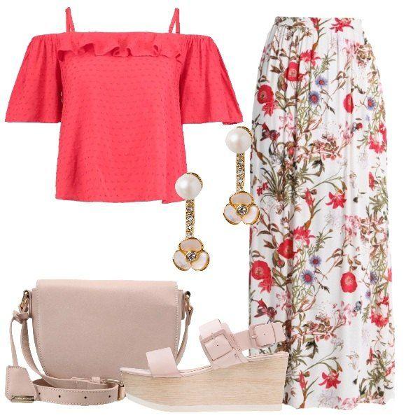 Sapore romantico per questo outfit composto da gonna lunga bianca in fantasia floreale, vestibilità normale, abbinata a camicetta rossa, spalle scoperte, volant, manica corta a campana, spalline sottili. Sandalo nude con plateau, tacco a zeppa, borsa a tracolla rosa polvere, delicati orecchini con perla e fiore di Kate Spade.