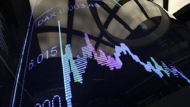 "Европейские фондовые рынки снижаются из-за слабой статистики  В 12.55 МСК панъевропейский индекс FTSEurofirst 300 снизился на 1,06 процента, а индекс ""голубых фишек"" Euro STOXX 50 - на 0,87 процента. Немецкий индекс DAX опустился на 1,09 процента, британский FTSE 100 потерял 1,17 процента, а французский CAC-40 - 1,55 процента.  http://www.portturkey.com/ru/bonds-and-funds/9180-2014-09-23-11-27-21"