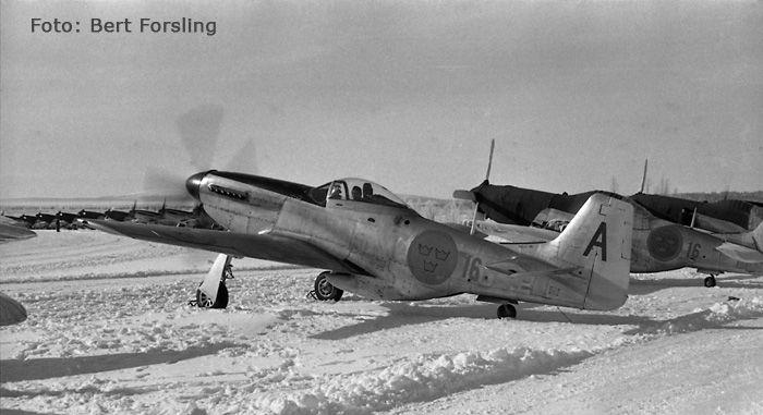 J 26 - North American P-51 Mustang