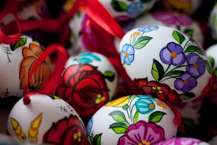 Hungarian hand-painted Easter eggs #Hungary #kalocsai #tradition #handmade #easter #Europe #folklore