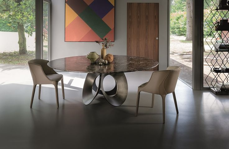 Oracle by Arketipo is a dining table with a modern and unique design. It is the expression of the circular geometric shape, symbol of perfection.