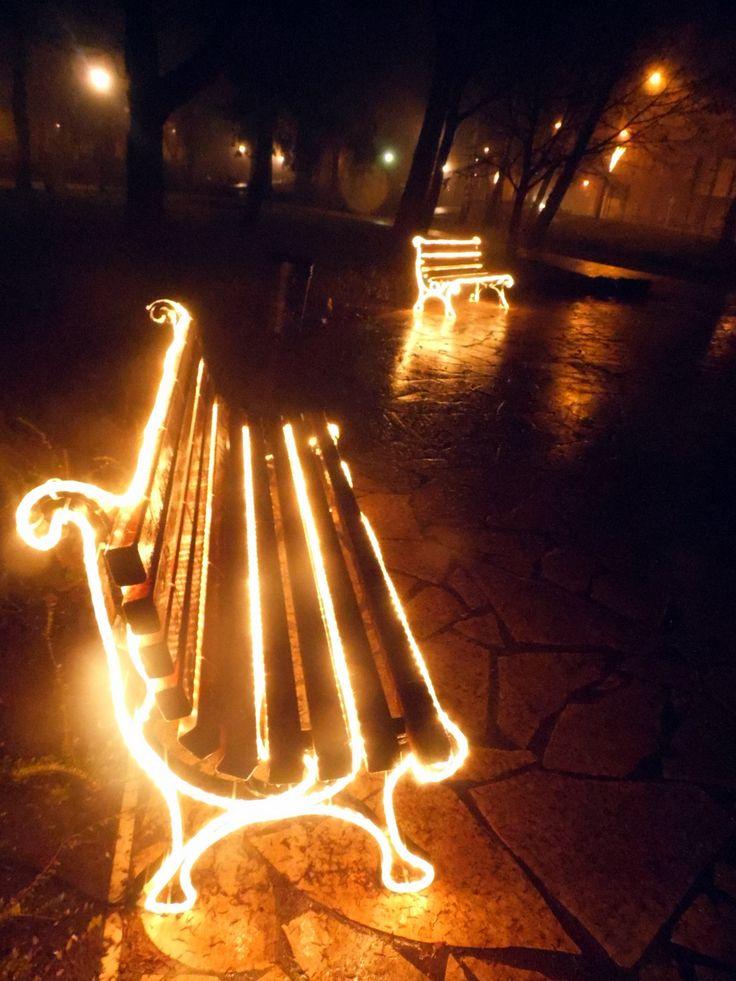 Udvardy Judit  Fények December 24-én, a város központnál sétáltunk.  A látvány lenyűgözött.  Mindenkinek Kívánok Nagyon Boldog Új Évet!  Több kép Judittól: www.facebook.com/judit.udvardy