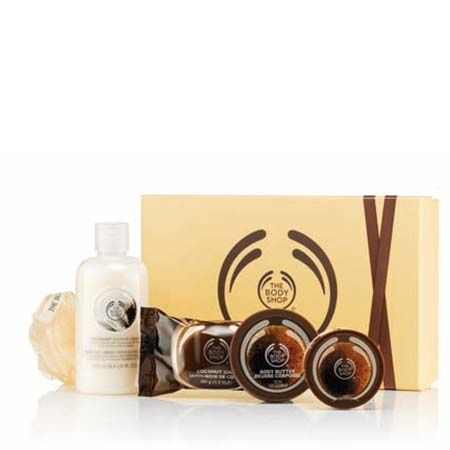 Enjoy the tropical scent of coconut from top to toe with this pampering box set. With Community Fair Trade organic virgin coconut oil from Samoa Coconut Shower Cream 250ml Coconut Soap 100g Coconut Body Scrub 50ml Coconut Body Butter 50ml Mini Crinkle Lily – Cream