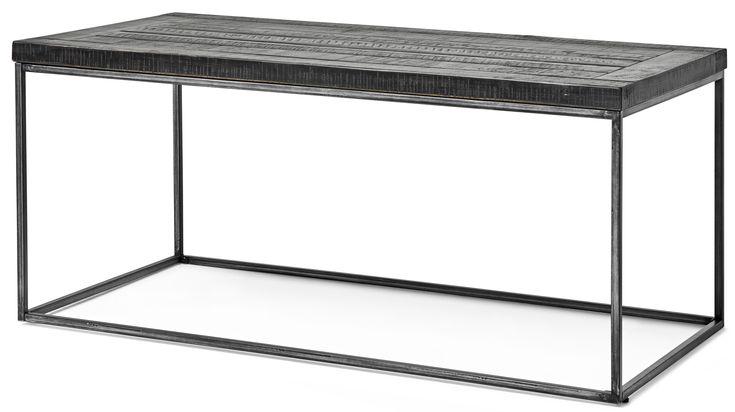Ren, enkel och vacker design får du i Lesley soffbord som kombinerar trä och metall på ett spännande sätt. Det är ett rustikt bord som har en ruff bordsskiva i svartlackerad massiv furu, vilket gör att alla skivor är unika. Soffbordet ger, trots den gedigna skivan, ett luftigt intryck tack vare det industriella antiksvartlackerade underredet där metallen får lysa igenom. Lesley finns i olika former så att du kan hitta soffbordet som passar till ditt hem.