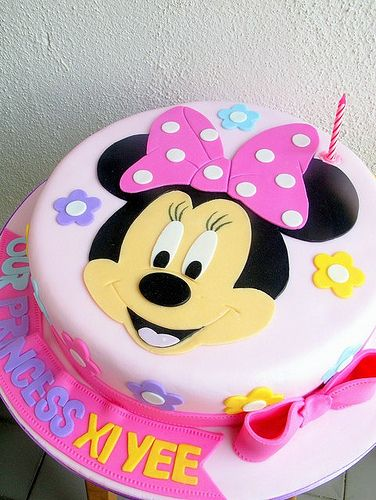 Xi Yee's minnie mouse face cake
