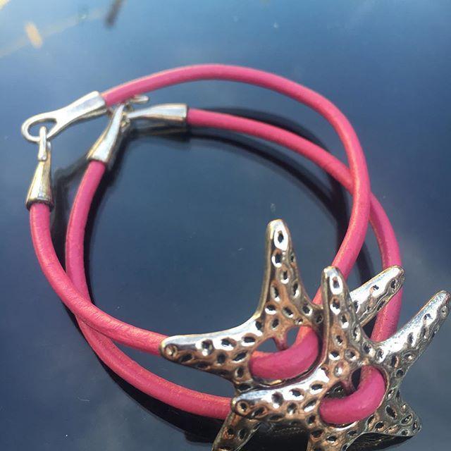 @lilit.es Dark goth fashion leather bracelets #artisan #original #handmade #schmuck #goth #gothgirl #gothlolita #lolita #necklaces #earrings #anillos #colgantes #jewelry #jewels #choker #witch #instafashion #instachic #instapic #instatrend #lolitafashion #toledo #madeinspain #madrid #nightlife #black #heart #gothic #bisuteria #bijoux #schmuck @tiendapija