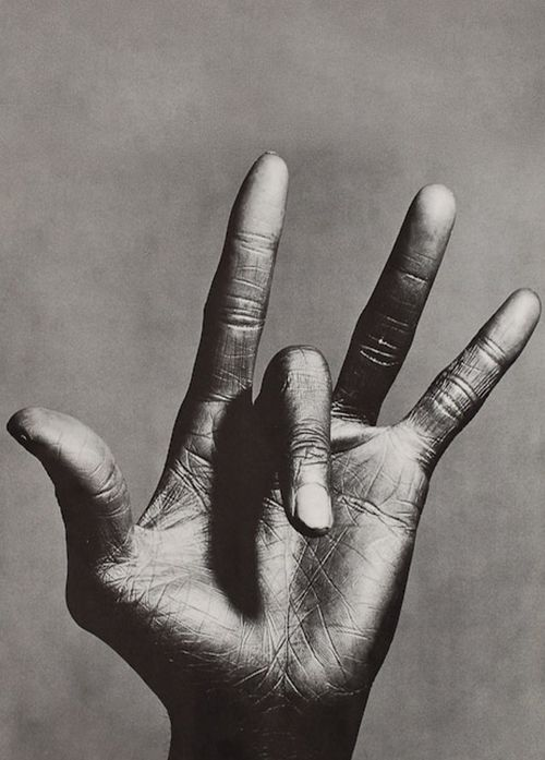 The hand of Miles Davis by Anton Corbijn                                                                                                                                                     Más