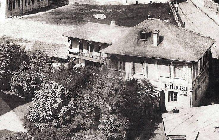 Hotelul Kiesch la 1864, fotografiat din Turnul Coltei (disparut). Acest hotel in stil specific Valahiei se gasea chiar in actualul rond din intersectia de la Universitate!  Source: Carol Pop de Szathmary