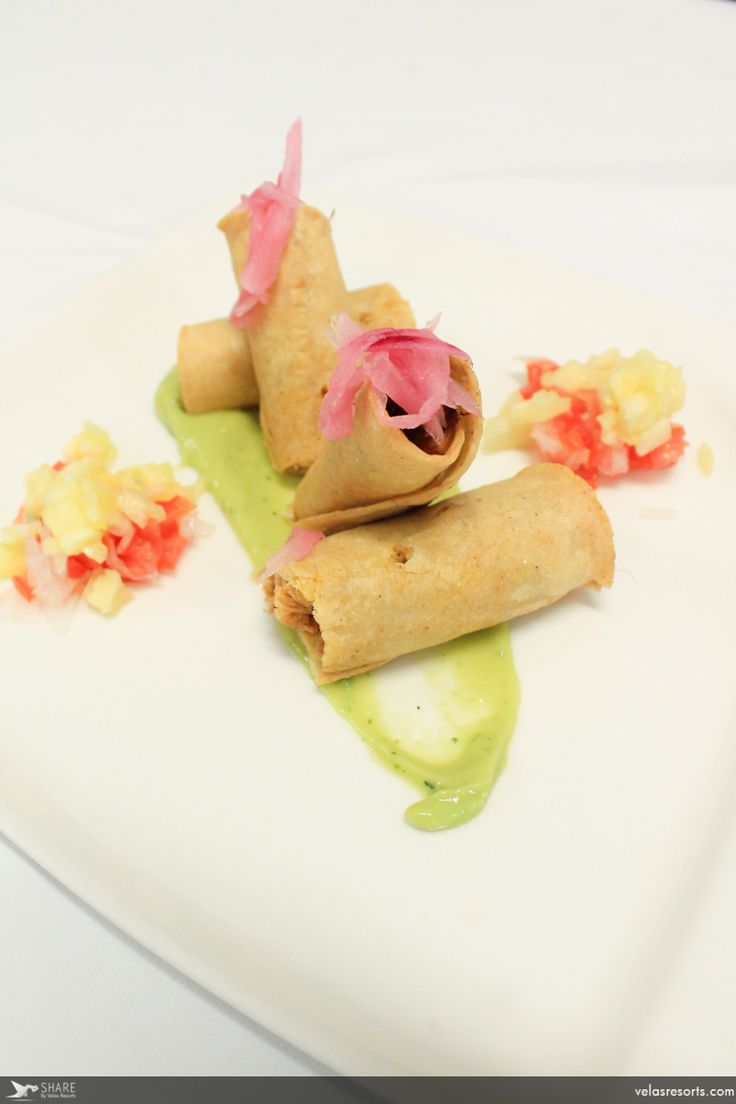 Crispy tacos of candied suckling pig cooked in banan leaves, pico de gallo with pineapple and tomatillo coulis. #GrandVelas #RivieraNayarit #Dinner #Enjoy