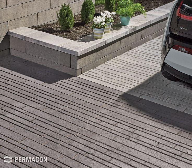 This uniquely designed paver gives your driveway a contemporary look //// Entrée de garage de style contemporain