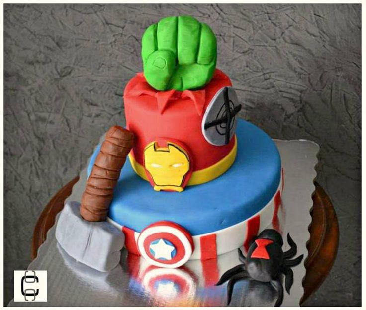 SUPERHEROES PARTY IDEAS / AVENGERS FONDANT CAKE IDEAS / HULK, AMERICAN CAPTAIN, IRONMAN, THOR CAKE / PASTEL DE AVENGERS