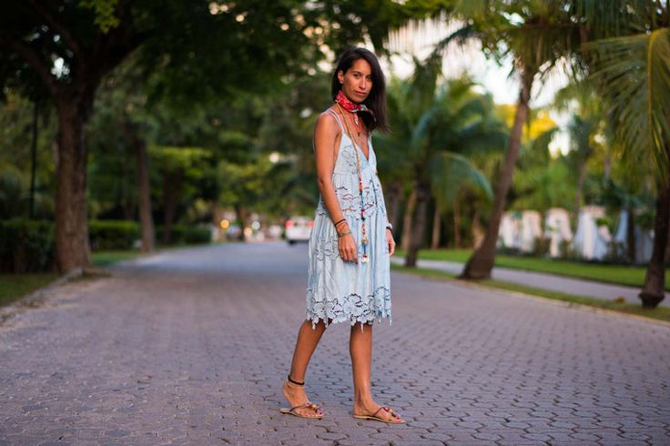 Bohemian summer dress. Nolita delicate blue dress with embroideries details. Blogger Adriana Lindo. Photographer Ángel Robles Robles.