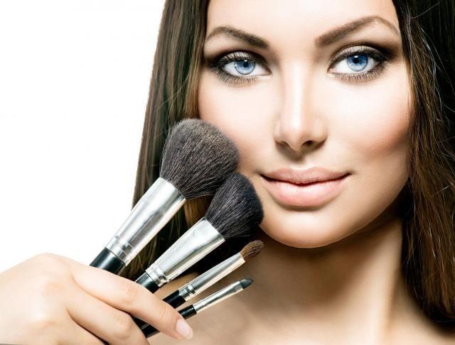 Praktyczny poradnik: Wszystko o czyszczeniu pędzli do makijażu #makijaż #pędzle #pędzlekosmetyczne #demakijaż