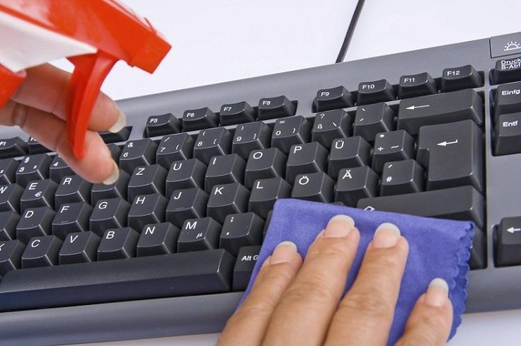 Произведенная вовремя профилактическая чистка компьютерной клавиатуры способна надолго продлить срок ее службы