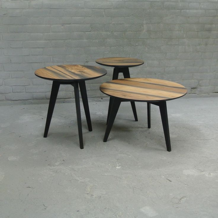 The Flo Salon made from reclaimed oak of wich the cracks and knots are filled with resin. The legs are finished with a matt black coating. - www.designhart.nl - #salontafel #Designhart