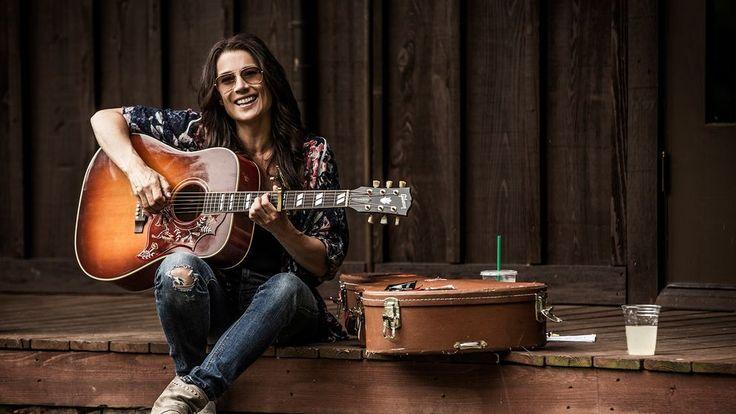 Med Jill Johnson som ciceron ger sig några kända svenska artister ut och letar efter countryns själ i dess hemstad, Nashville. I varje program tolkar och framför de en klassisk countrylåt ihop.
