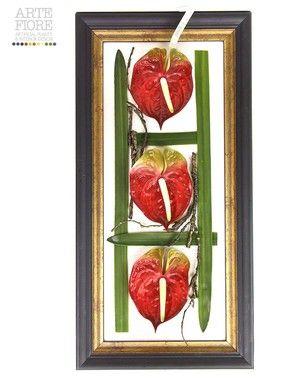 Composizione floreale fiori artificiali in tessuto: Quadro con fiori di Anhurium e foglie verdi