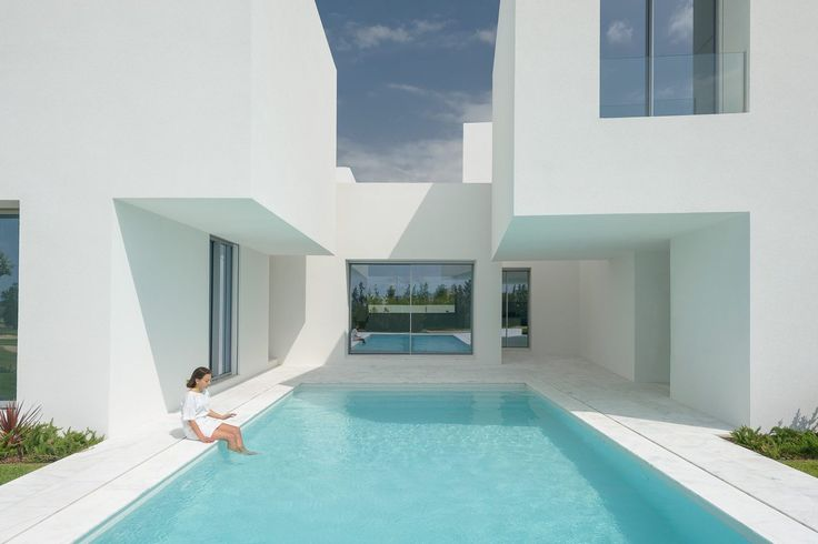 Gallery of Between Two White Walls / Corpo Atelier - 1