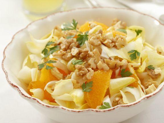 Chicorée-Orangen-Salat mit Walnüssen ist ein Rezept mit frischen Zutaten aus der Kategorie Sprossgemüse. Probieren Sie dieses und weitere Rezepte von EAT SMARTER!