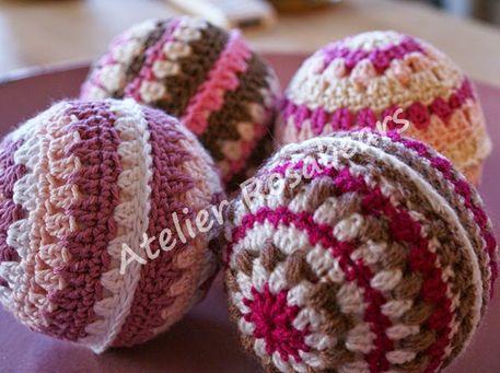 Haakpatroon Gekleurde Kerstballen lees meer over het patroon op Haakinformatie
