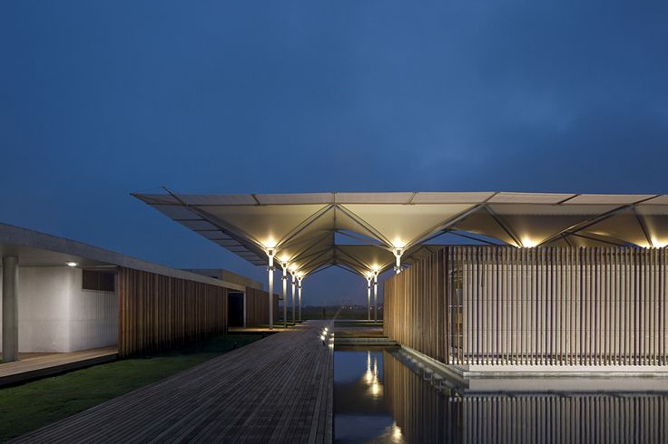 Image 9 of 19 from gallery of Olympic Golf Clubhouse /  RUA Arquitetos. Photograph by Leonardo Finotti