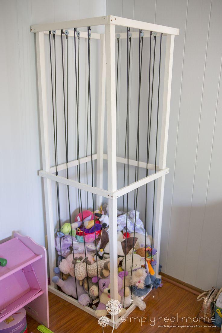 Diy stuffed animal zoo simply real moms kinderzimmer for Kinderzimmer organizer