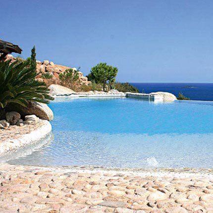 Une piscine dans les hauteurs de l'île de beauté - Marie Claire Maison