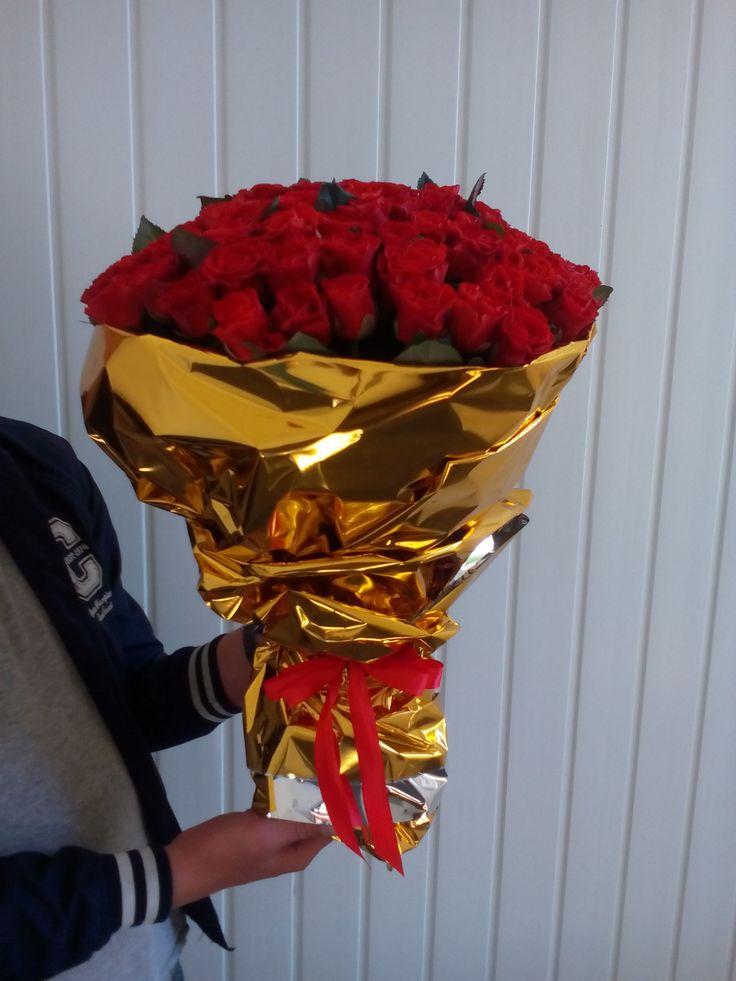 Классический и романтичный букет из 101 красной розы выражает истинную любовь. http://rose.org.ua/  #roselife #доставкацветов #sendflowers #розы #букетроз #красныерозы #101роза #заказроз #подарок