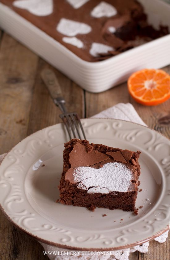 Torta morbida al cioccolato senza lievito,dolceal cioccolatoper san valentino, torta tenerina senza lievito, torta al cioccolato bassa e morbida