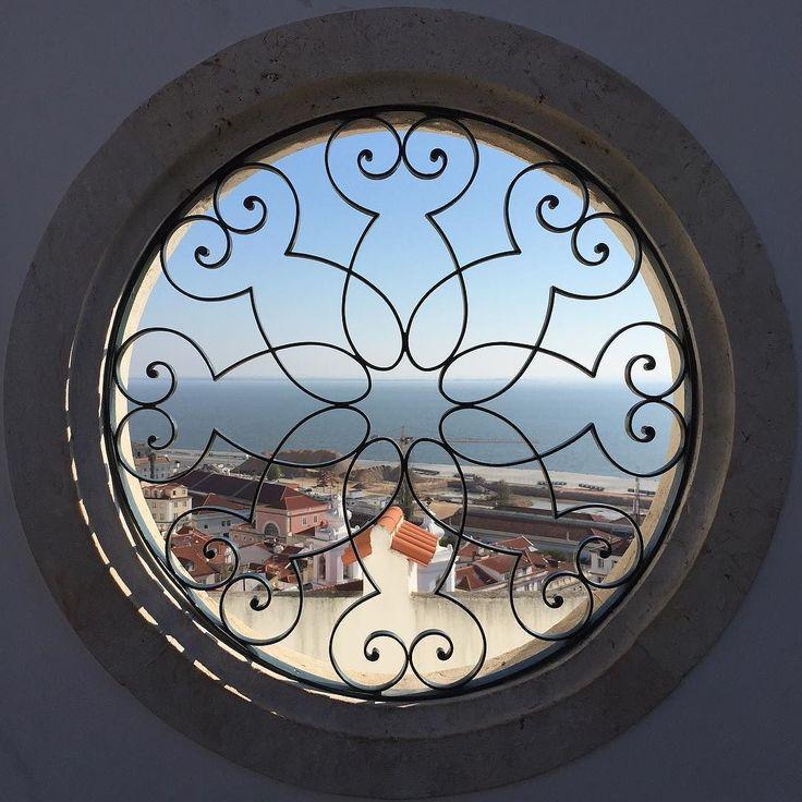 Miradouro de Santa Luzia. #miradourodesantaluzia #miratejo #alfama #lisboa…