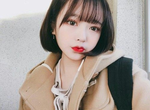 ♡ ; @ethereal on Pinterest Dark short hair ulzzang, short hair with bangs, bangs 얼짱, 예쁜, 소녀, 한국어, 유행, 日本, 女の子, 소년들, 머리카락, 유행, 귀엽다, hair, girl, aegyo, ulzzang, korean, makeup, kstyle, kfashion, style, fashion, tumblr