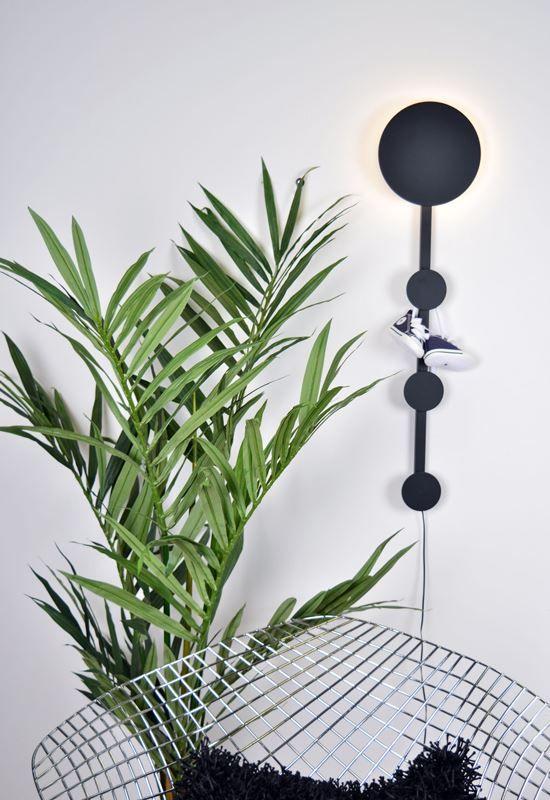 Wally vägglampa är en stilren lampa som kan användas för att hänga kläder på. Den har en LED ljuskälla på 6 Watt. https://buff.ly/2fQzU17?utm_content=bufferf924a&utm_medium=social&utm_source=pinterest.com&utm_campaign=buffer